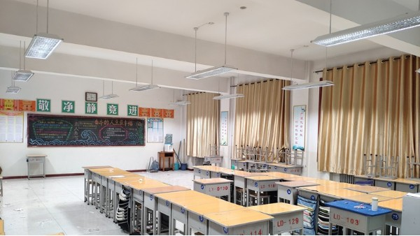 华辉开讲啦!教室照明如何选择专用的LED护眼黑板灯?