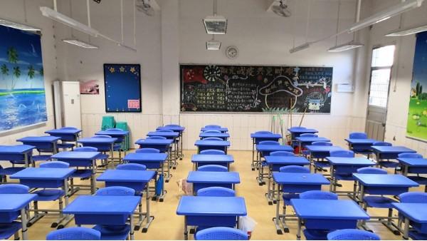 华辉教育照明专注教室照明,呵护青少年的视力健康