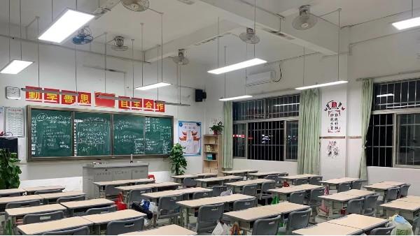 华辉教育照明LED护眼灯具符合中小学教室照明标准要求