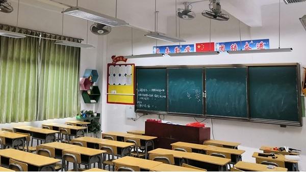 学生总说看不清黑板?华辉教育照明护眼灯具安排上