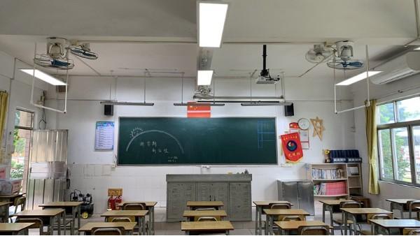 2023年前中小学校都要换成专用教室护眼灯吗?华辉教育照明告诉您~