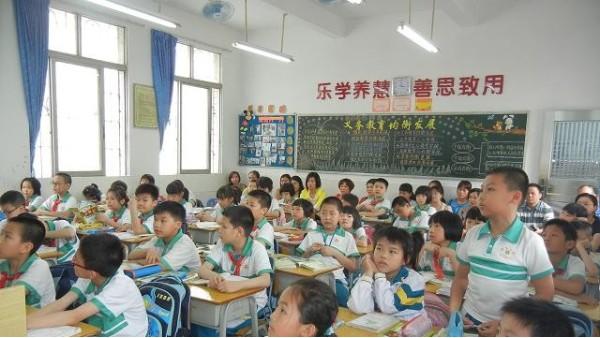 注意!!护眼健康的教室照明,不能一味追求高照度~