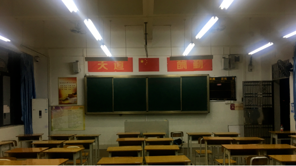 如何通过LED教室护眼灯具?做好青少年的近视防控